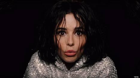 Fanit hätkähtivät nähdessään poptähden uudella musiikkivideollaan hyvin erinäköisenä kuin ennen.