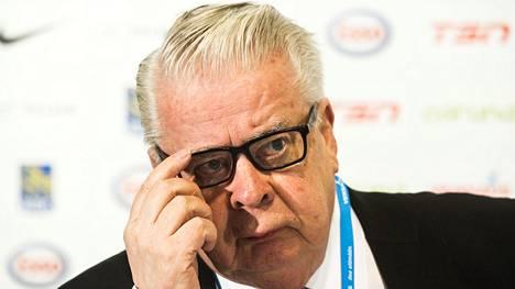 Kokenut kiekkovaikuttaja Kalervo Kummola kertoi koronaviruksen aiheuttamasta uhasta MM-kisoille.
