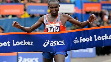 Geoffrey Mutai oli miesten sarjan nopein.