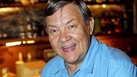 Juha Muje toivoo, että pystyisi vielä palaamaan teatterien näyttämöille. Toistaiseksi se ei kuitenkaan terveysongelmien vuoksi ole mahdollista.