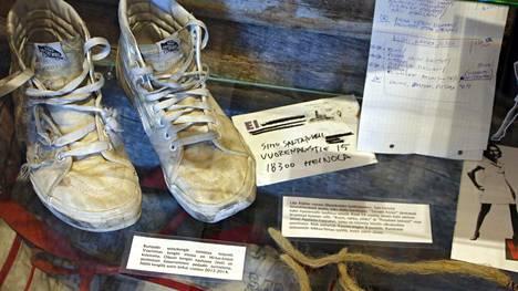 Apulandiassa on esillä satoja muostoesineitä Apulanta-yhtyeen historian varrelta.