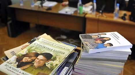 Jehovan todistajien kirjallisuutta oli esillä oikeudessa Altain tasavallan Gorno-Altaiskin kaupungissa vuonna 2010.