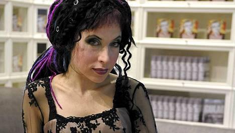 Sofi Oksanen palkitaan kirjallisista ansioistaan Unkarissa.