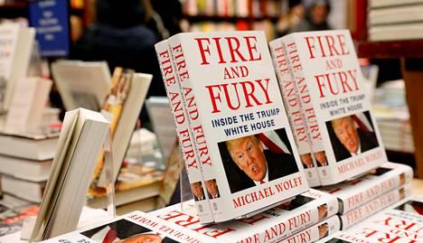 Donald Trump yritti lakimiestensä avulla estää Fire and Fury -kirjan julkaisun, jonka jälkeen se päätyi kauppoihin etuajassa jo perjantaina.