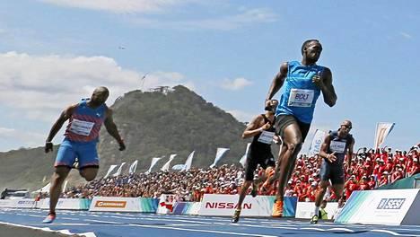Usain Bolt oli omaa luokkaansa Copacabanan näytöskilpailussa.