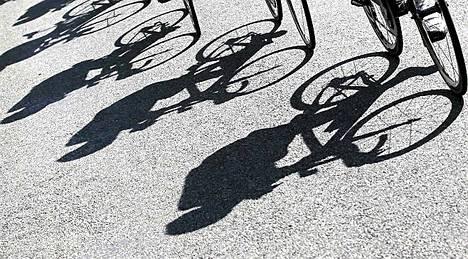 Ranskan ympäriajon kilpailijat polkevat kisan kymmenennellä etapilla Macon ja Bellegarde-sur-Valserinen välillä. 194,5 kilometrin etapin voittoon ajoi Ranskan Thomas Voeckler. Kokonaiskilpailua johtaa Britannian Bradley Wiggins. Tänään torstaina ajetaan 148 kilometrinn etappi Albertvillestä Les Sybellesiin.