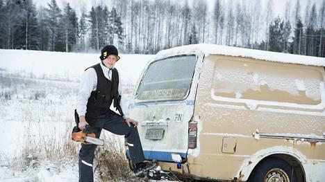 Kimmo Riihimäki tuli tunnetuksi Hiace-Kimmona, sillä hän työllisti itsensä laman jälkeen tekemällä kattoremontteja kulkupelinään Hiace. Miljoonaomaisuuden Riihimäki sai myymällä Laaturemontti Oy.n osake-enemmistön.
