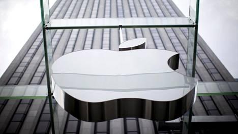 Apple ja EU ovat riidelleet niin verotuksesta kuin sovelluskauppamonopolista. Nyt jälkimmäinen uhkaa murtua.