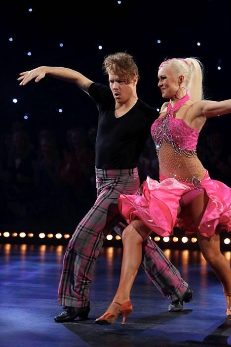 VilleGalle kilpaili Tanssii tähtien kanssa -ohjelmassa 2012 Kia Lehmuskosken parina.
