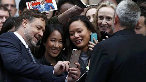 Supertähti–Olen samanlainen tyyppi kuin ennenkin. Ehkä iän myötä prioriteettini ovat muuttuneet. Ensin tulee perhe, sitten näytteleminen, ja musiikki on kolmantena, Russell Crowe kertoo.