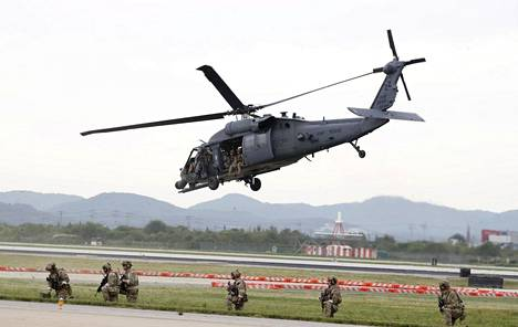 Yhdysvaltojen ilmavoimien joukot esittelivät taitojaan Osanin sotilastukikohdassa Etelä-Koreassa 20. syyskuuta.
