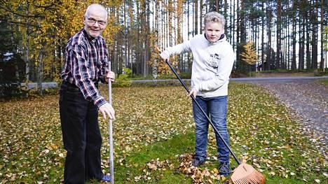 Alajärven Kurejoella asuva Jussi Männikkö tuli isäksi 69-vuotiaana, eli hänellä oli ikää saman verran kuin helmikuussa isäksi tulevalla tasavallan presidentillä. Ikäeroa vaimo Virven kanssa on 35 vuotta. Juho-poika on nyt 12-vuotias.