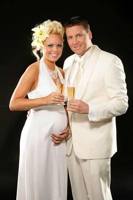 Joulukuussa 2007 pari odotti ensimmäistä yhteistä lastaan.