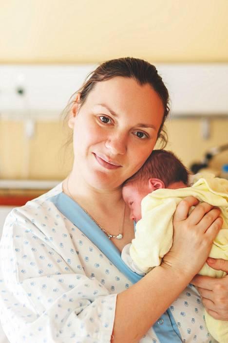 Yksi naisista kertoo, miten puoliso tuki häntä hienosti koko synnytyksen ajan. Lääkärin kommentti jäi kuitenkin kaivelemaan.