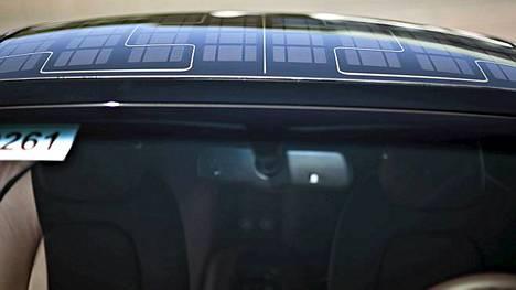 Muun muassa audiolaitteet saavat energiansa katon aurinkopaneelista.