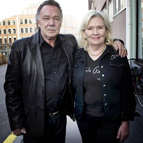 Kari Tapion ja Pia Viheriävaaran liitto kuuluu suuriin suomalaisiin rakkaustarinoihin. Kuva vuodelta 2009. Tapio menehtyi 2010, Viheriävaara viisi vuotta myöhemmin.