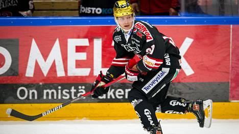 Joakim Kemell loistaa SM-liigan pörssikärkenä vain 17-vuotiaana. Pelityylissä on paljon samaa kuin nuoressa Aleksandr Ovetshkinissa.