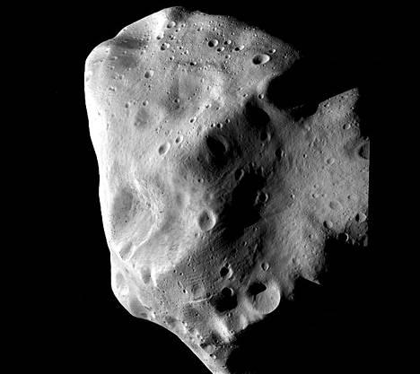 Rosetta-luotaimen ottama lähikuva asteroidi Lutetiasta.