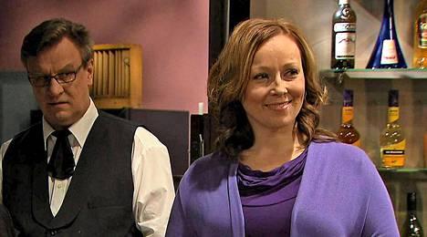 Ismo (Esko Kovero) epäilee taas Liisaa (Susanna Mikkonen).
