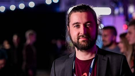 Juha Lahti vastaa tulossa olevan Telia Esports Series -sarjan tuotannosta.