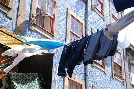 Valitse kapeimmista kapeimmat kujat, joiden varrella asutaan yhä. Nauti puhtaan pyykin tuoksusta ja tuulessa heiluvista lakanoista.