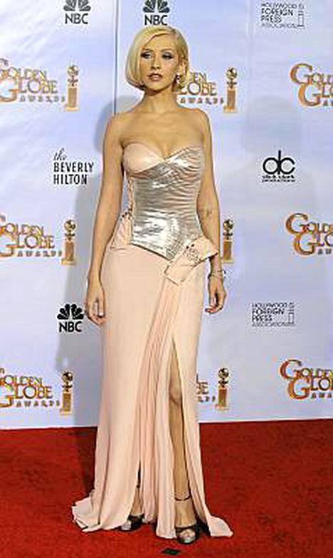 Christina Aguilera teknohenkisessä puvussaan.