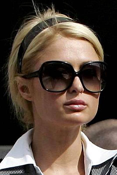 Paris Hilton suorittaa vankilatuomiotaan lääkkeiden ja tekorusketuksen voimalla.