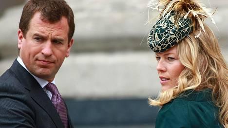 Peter Phillips ja hänen Autumn-puolisonsa vihittiin Windsorin linnassa toukokuussa 2008.