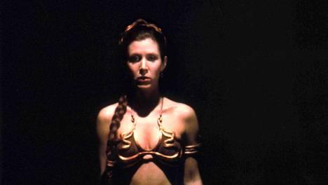 Carrie Fisher hurmasi prinsessa Leiana Tähtien sota – Jedin paluu -elokuvassa 1983 ikonisissa orjatytön bikineissä.