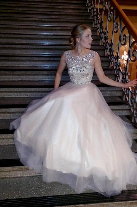 Turkulainen Kaisla Koskela osti Zazabellan puvun hyvältä ystävältä käytettynä.