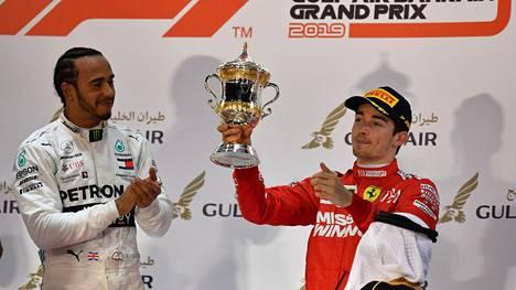 Vaikka Lewis Hamilton voitti sunnuntaina Bahrainin GP:n, hän osoitti suosiota kolmanneksi tulleelle Ferrarin Charles Leclercille.