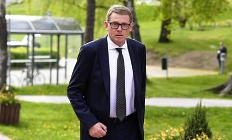 Eduskunnan puhemies Matti Vanhanen arvioi Kulmunin tehneen oikean ratkaisun.