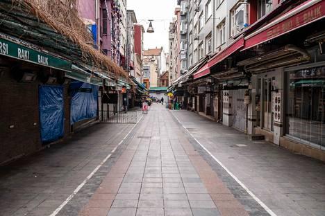Pandemia on tuonut ulkonaliikkumiskiellot tutuksi monessa kaupungissa. Kuva on Istanbulista Turkista.