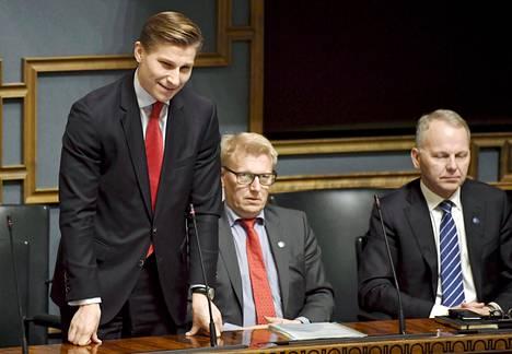 Oikeusministeri Antti Häkkänen eduskunnan suullisella kyselytunnilla 9. marraskuuta.