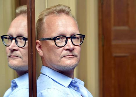 Reilut kymmenen vuotta teatteria ohjanneen Janne Reinikaisen viimeisin tv-ohjaus on Nelosella esitetty Napamiehet.