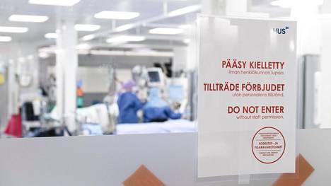 Heikkenevä koronavirustilanne herättää huolta tehohoidon kuormittumisesta. Tehohoitoa HUS:ssa kuvattuna 24.4.2020.