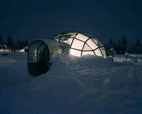 Iglumajoittuminen on trendikästä. Kuvassa Kakslauttasen iglu Saariselällä.