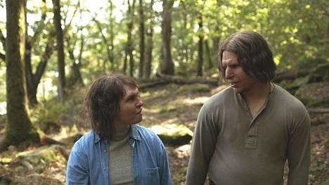 Raja-elokuva sai Oscar-ehdokkuuden maskeerauksesta. Elokuvan pääosissa näyttelevät ruotsalainen Eva Melander ja suomalainen Eero Milonoff.