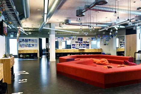 Esimerkiksi Helsingissä Kalasataman peruskoulussa on käytössä pulpetiton oppimisympäristö.