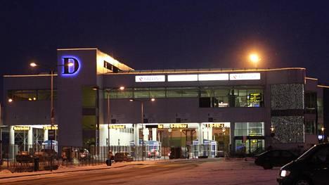 Tallinnan sataman D-terminaali. Nopeasti Virosta Suomeen levinneen uutisen mukaan D-terminaalin lähellä olisi kodittomia asuttama rakennus, jonne suomalaisnaiset menisivät hakemaan seksiseuraa.