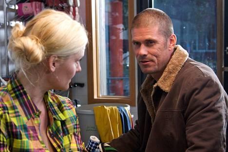 2011: Klikkaa mua -tv-sarjassa Tommin kanssa näytteli muun muassa Pirjo Lonka.