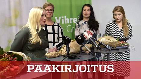 Puheenjohtaja Maria Ohisalo esitteli vihreiden ministerikierrätystä maanantaina. Emma Kari nousee ympäristöministeriksi, Krista Mikkonen siirtyy sisäministeriksi ja puoluetta johtaa Iiris Suomela.,