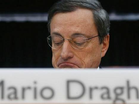 EKP:n pääjohtajalla Mario Draghilla ei ole helppoa.