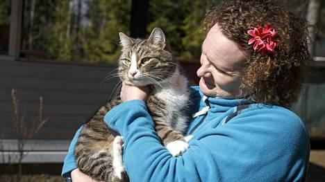 Happyday-kissa sai sankarikissan arvonimen – pelasti emäntänsä tulipalosta