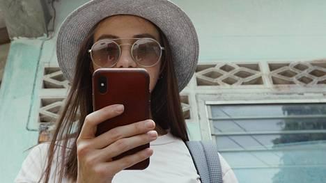 Tarkisteletko, mitä Instagramissa tai Facebookissa tapahtuu?