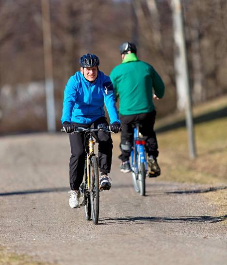 Pari tuntia pyöräilyä viikossa vähentää tutkimusaikavälin kuolleisuutta ihmisryhmässä jopa neljänneksen.