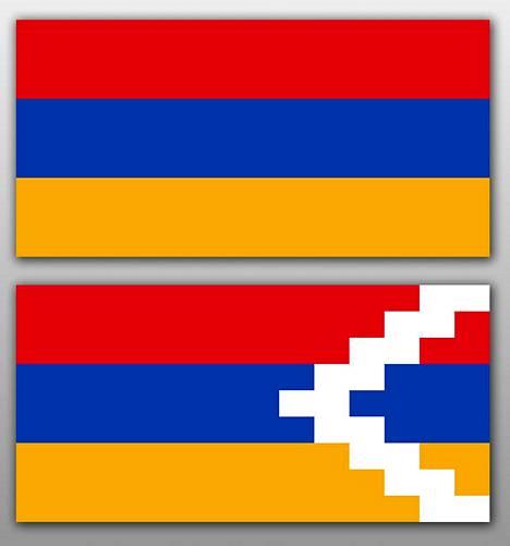 Yllä Armenian lippu ja alla Vuoristo-Karabahin tasavallan lippu. YK:n päätöslausuman mukaan Vuoristo-Karabahin alue kuuluu Azerbaidžaniin