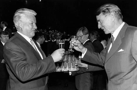 Boris Jeltsin ja Mauno Koivisto kuvattuna Suomessa 1992.