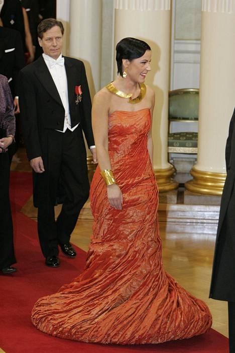 Marja Tiura nimettiin viime vuoden tyylijutussamme yhdeksi lukijoiden suosikkipukeutujista. Tiura itsenäisyyspäivän vastaanotolla vuonna 2005.