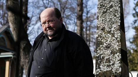 Ortodoksipappi ja entinen europarlamentaarikko Mitro Repo on erotettu Helsingin ortodoksisen seurakunnan papin toimesta.